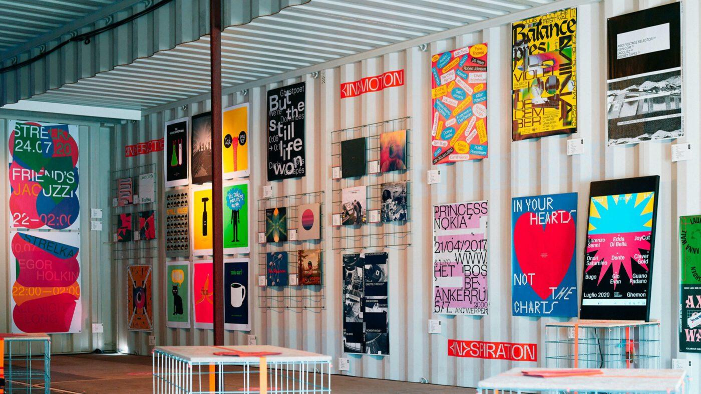 Seitenansicht der in between Ausstellung auf dem Reeperbahn festival in hamburg