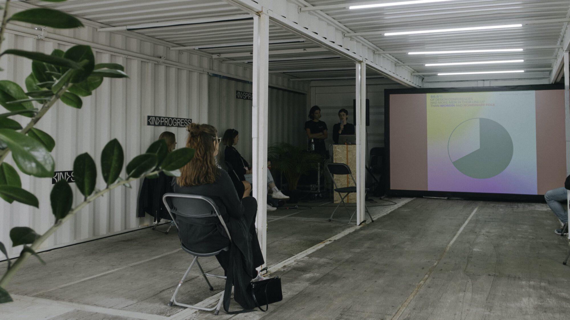 design Vortrag der beiden Gestalterinnen von notamus auf dem Reeperbahn festival in hamburg 2021