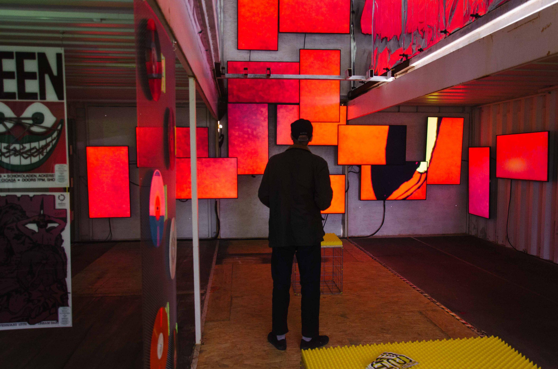 lichtinstallation in der Ausstellung in between von bareis+nicolaus und Lichtgestalten auf dem Reeperbahn festival in hamburg 2021